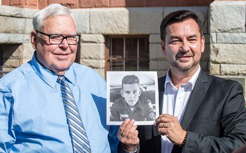 Người con gốc Việt đoàn tụ với cha Mỹ 'đã chết' sau hơn 50 năm