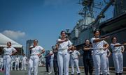 Thuỷ thủ tàu khu trục New Zealand nhảy điệu thổ dân trên cảng Sài Gòn