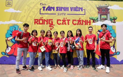 Các tân sinh viên tham dự chương trình do Hocmai.vn tổ chức.