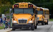 Nữ tài xế Mỹ bị bắt vì để bé gái 11 tuổi lái xe buýt