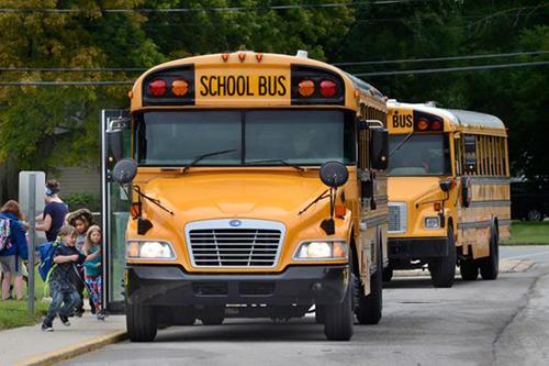 Xe buýt trường học ở bang Indiana, Mỹ. Ảnh: AP