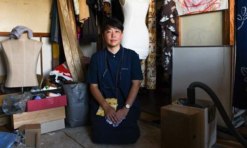 Han bắt đầu nghề dọn dẹp nhà người chết và thu gom đồ cũ năm 2012. Ảnh: SCMP.