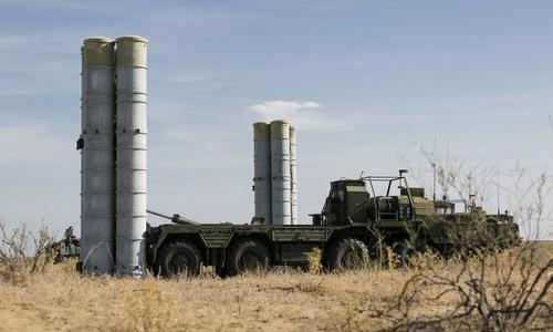 Xe phóng đạn của tổ hợp S-300 Nga trong đợt diễn tập đầu năm 2018. Ảnh: TASS.
