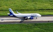 Khách Ấn Độ bị đuổi khỏi máy bay vì cố xông vào buồng lái đòi sạc pin