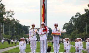 Quảng trường Ba Đình treo cờ rủ Quốc tang Chủ tịch nước