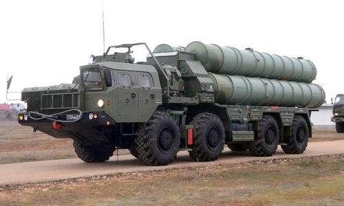 Xe phóng đạn của tổ hợp S-300 trong biên chế Nga. Ảnh: TASS.