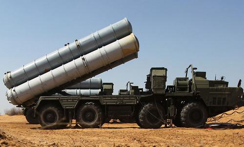 Xe phóng đạn của tổ hợp S-300 Nga hồi cuối năm 2017. Ảnh: TASS.