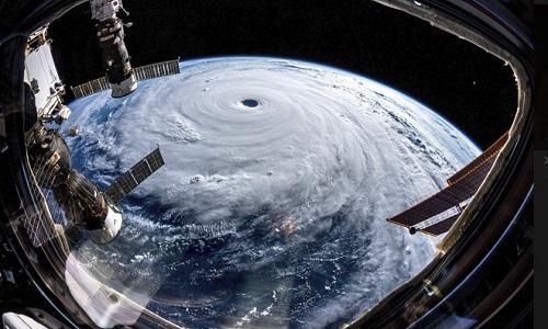 Trami đã mạnh lên thành bão cấp 5 và đang tiến vào đất liền. Ảnh:Alexander Gerst.