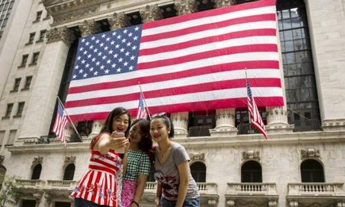 Du khách Trung Quốc tại Mỹ. Ảnh: Reuters.