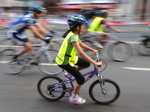 Quy định đạp xe có biển số được áp dụng ở một trường tại London từ 1/10. Ảnh: Getty