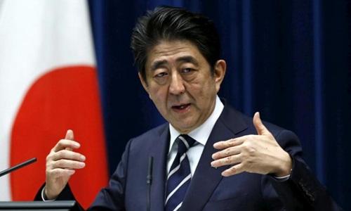 Thủ tướng Nhật Bản Shinzo Abe tại một cuộc họp báo ở Tokyo hồi năm 2016. Ảnh: Reuters.