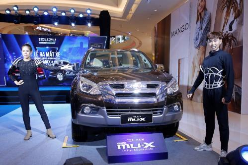 Isuzu ra mắt D-MAX và mu-X phiên bản mới - 2