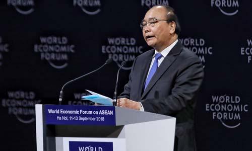 Thủ tướng Nguyễn Xuân Phúc phát biểu trong phiên khai mạc Diễn đàn Kinh tế Thế giới về ASEAN hôm 11/9. Ảnh: Giang Huy.