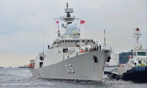 Tàu hộ vệ Trần Hưng Đạo tiến vào cảng Yokosuka sáng 27/9. Ảnh: Twitter.
