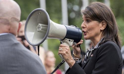 Đại sứ Haley trong cuộc biểu tình bên ngoài trụ sở Liên Hợp Quốc hôm 27/9. Ảnh: AFP.