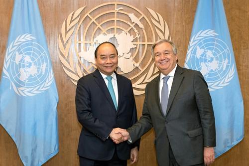 Thủ tướng Nguyễn Xuân Phúc và Tổng Thư ký Liên Hợp Quốc Antonio Guterres tại cuộc gặp chiều 27/9. Ảnh: VGP.
