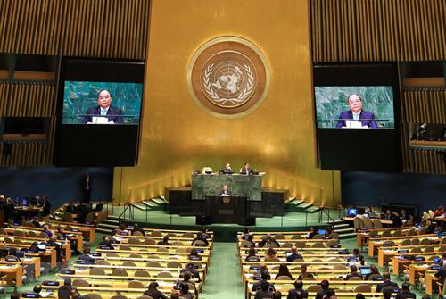 Thủ tướng Việt Nam Nguyễn Xuân Phúc phát biểu trong phiên họp của Đại hội đồng Liên Hợp Quốc ngày 27/9. Ảnh: TTXVN.