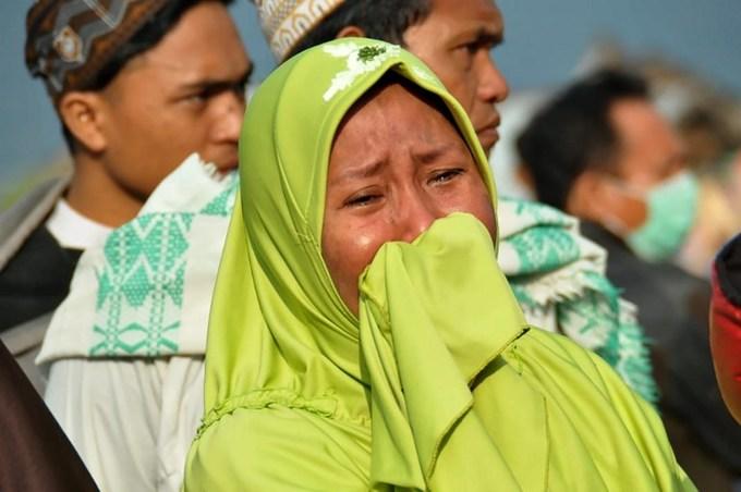 Nước mắt nơi sóng thần tấn công ở Indonesia