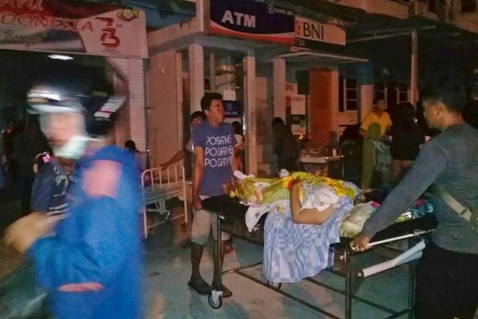 Hiện trường đổ nát sau động đất và sóng thần tại Indonesia
