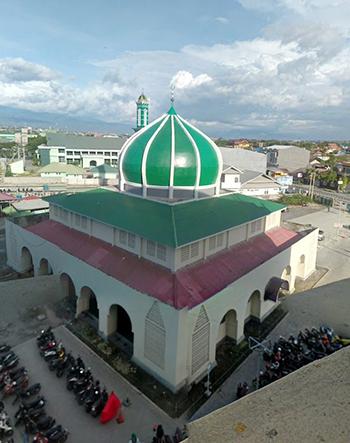 Nhà thờ Hồi giáo ở thành phố Palu, thủ phủ tỉnh Sulawesi trước động đất, sóng thần, hôm 29/9. Ảnh: Twitter