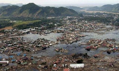 Sóng thần vào tháng 12/2004 phá hủy nhiều khu vực ở châu Á, bao gồm đảo Sumatra. Ảnh: Phys.org.