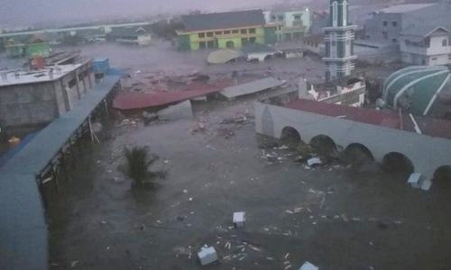 Khu vực gần bờ biển thành phố Palu bị sóng thần quét qua tối 28/9. Ảnh: Twitter.