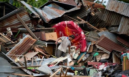 Tòa nhà đổ nát vì thảm họa ở Indonesia. Ảnh: AFP.