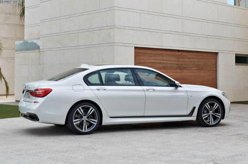 Mẫu BMW 750d sử dụng động cơ diesel với 4 tua-bin tăng áp.