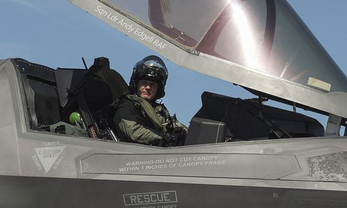 Lần cất hạ cánh đầu tiên của F-35B trên siêu tàu sân bay Anh