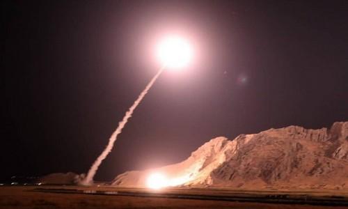 Tên lửa Iran rời bệ phóng sáng 1/10. Ảnh: IRGC.