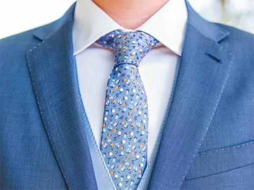 Cà vạt và áo sơ mi được coi là đồng phục của giới văn phòng. Ảnh: Fullfitmen.