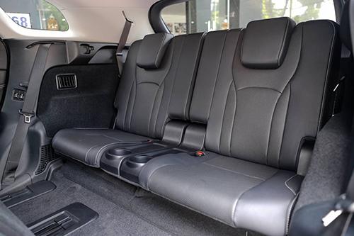 Hàng ghế thứ 3 trên Lexus RX 350L