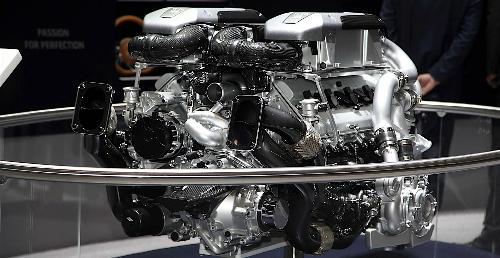 Động cơ Quad turbo W12 trên chiếc siêu xe Bugatti Chiron.