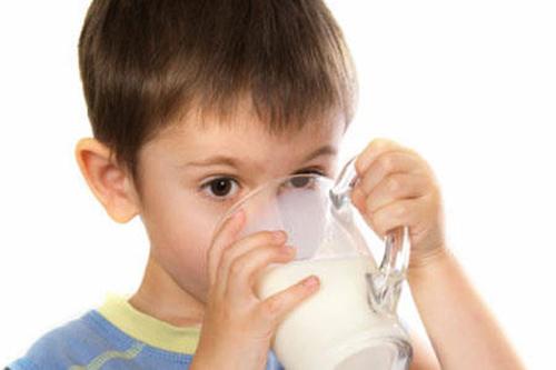 Trẻ mẫu giáo và tiểu học là đối tượng thụ hưởng chương trình Sữa học đường của Hà Nội.