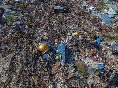 Khung cảnh đổ nát tại thành phố Palu nhìn từ trên cao sau thảm họa động đất, sóng thần ngày 28/9. Ảnh: Reuters.