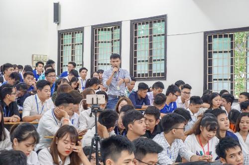 300 sinh viên ĐH Mỏ Địa chất tham gia xTour của FUNiX