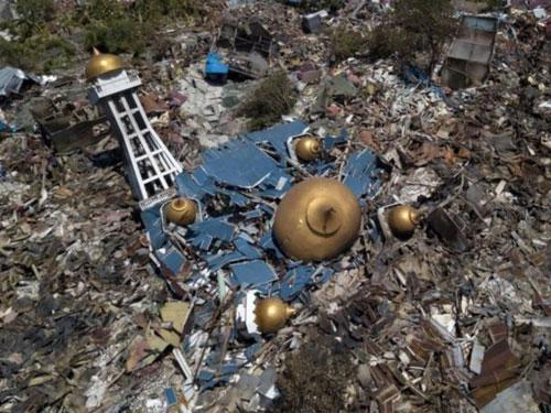 Nhiều công trình ở Palu sụp đổ trong trận động đất 7,5 độ. Ảnh: Reuters.