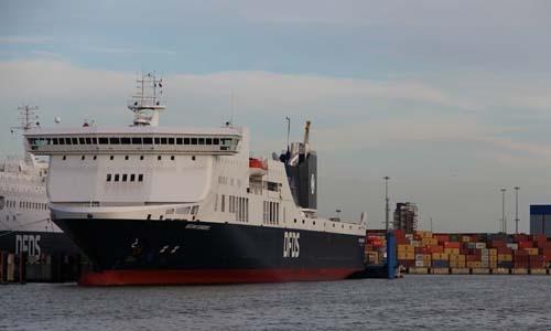 Chiếc phà Regina Seaways. Ảnh: RT.
