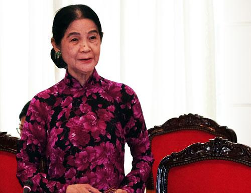 Luật sư Trương Thị Hòa góp ý Luật Giáo dục sáng 2/10. Ảnh: Mạnh Tùng.