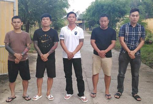 Từ trái qua Vi, Huy, Việt, Trường và Đông. Ảnh: C.A.