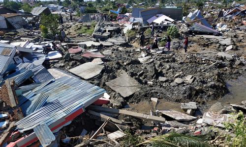 Cảnh tan hoang tại thành phố Palu sau trận động đất gây sóng thần hôm 28/9. Ảnh: Reuters.
