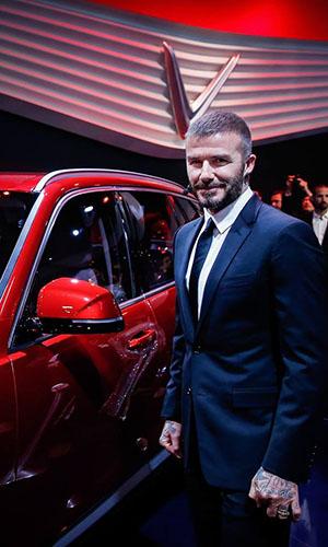 Bức ảnh David Beckham bên xe VinFast đăng trên trang cá nhân của cựu tuyển thủ Anh.