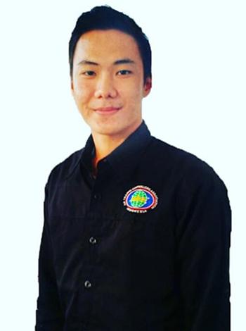 Nhân viên không lưu củasân bay Palu, Anthonius Gunawan Agung. Ảnh:Buzzfeed news