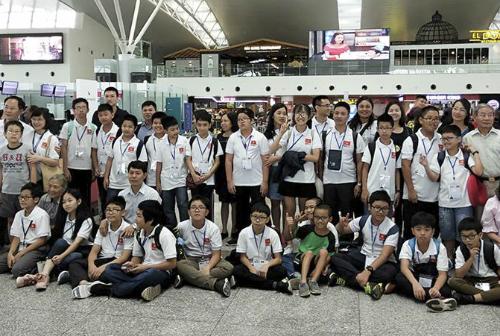 Đội tuyển Việt Nam lên đường sang Trung Quốc dự thi IMSO hôm 28/9. Ảnh: IEG