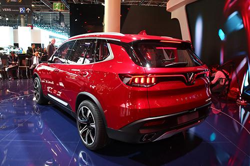 SUV Lux SA2.0 trong lễ ra mắt tại Pháp. Ảnh: Carscoops.
