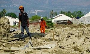 Bên trong ngôi làng bị động đất 'nuốt chửng' ở Indonesia