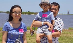 Phụ huynh ở Mỹ bất ngờ khi học sinh Việt phải mua sách giáo khoa hàng năm