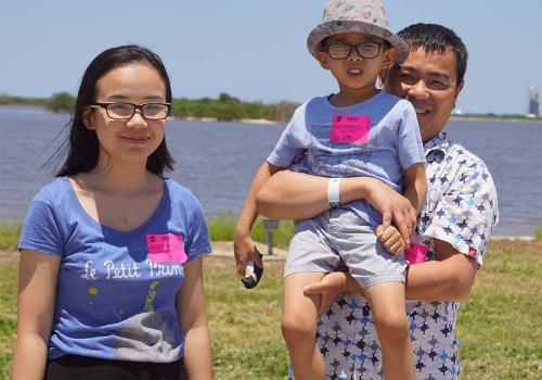 Anh Alan Lê và hai con tại NASA Kennedy Space Center ởFlorida hè 2018. Ảnh: NVCC