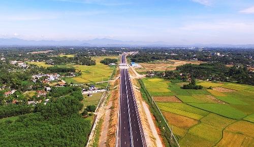 Cao tốc Đà Nẵng - Quảng Ngãi nhìn từ trên cao. Ảnh: Phạm Linh.