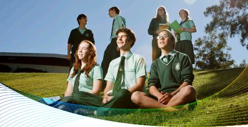 Du học sinh Australia sau khi tốt nghiệp đại học có thể ở lại làm việc 2-4 năm.